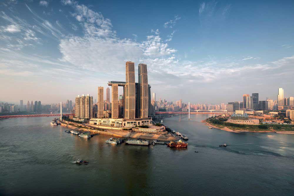 Raffles City Chongqing nằm ở ngã ba sông Yangtze và Jialing,