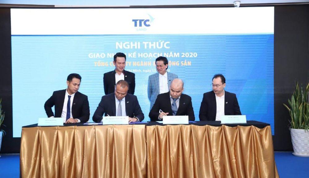 Nghi thức giao nhận kế hoạch kinh doanh 2020 TTC Land
